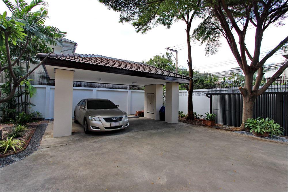 RE/MAX Executive Homes Agency's 4 bedroom house for rent near BTS Ekkamai 17