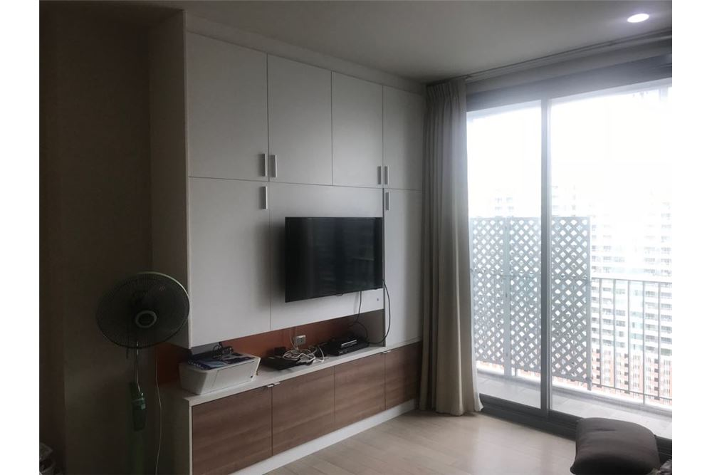 RE/MAX Properties Agency's 1 bed for rent 45,000 at Pyne Ratchathewi 7
