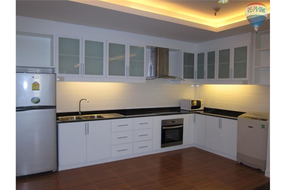 RE/MAX Properties Agency's Baan Suanpetch, Bangkok -  Condo for rent 1