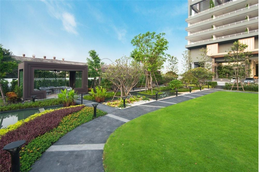 RE/MAX Executive Homes Agency's Spacious 3 Bedroom for Sale Menam Residences 2