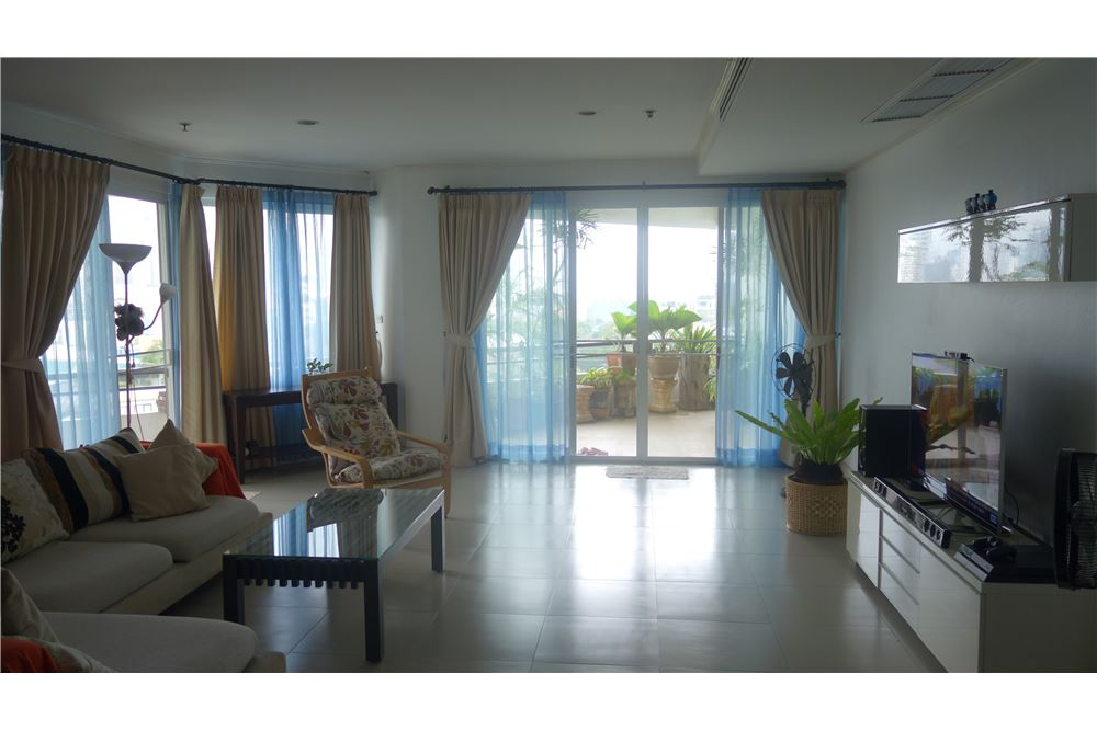 RE/MAX Executive Homes Agency's Moon Tower for Sale 3 Bedrooms - BTS Phromphong 1
