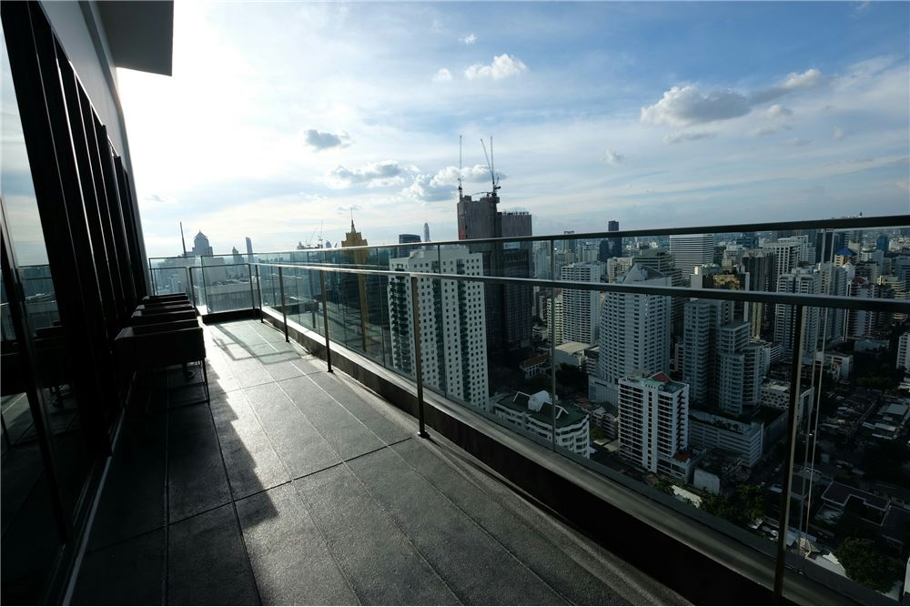 RE/MAX Executive Homes Agency's 1 Bedroom for Sale at Edge Sukhumvit 23 8