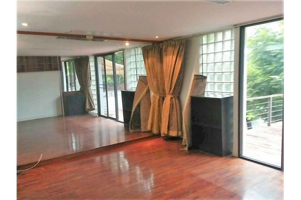 RE/MAX Executive Homes Agency's 4 Bedrooms Townhouse For Rent in Sukhumvit 71 7