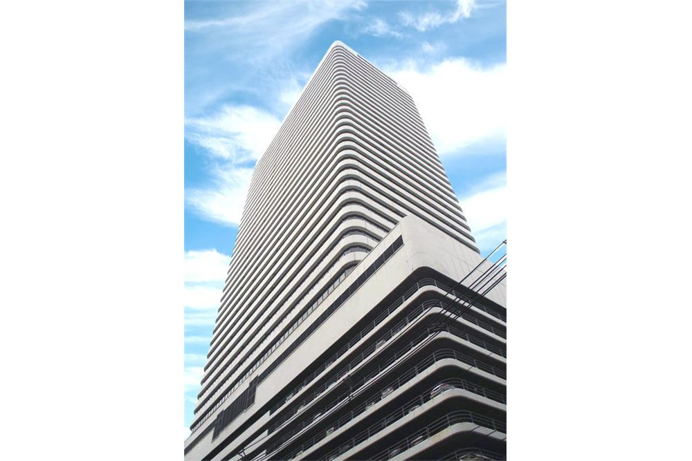RE/MAX Properties Agency's RENT Ocean Tower 2 35.5SQM. (OFFICE SPACES) 6