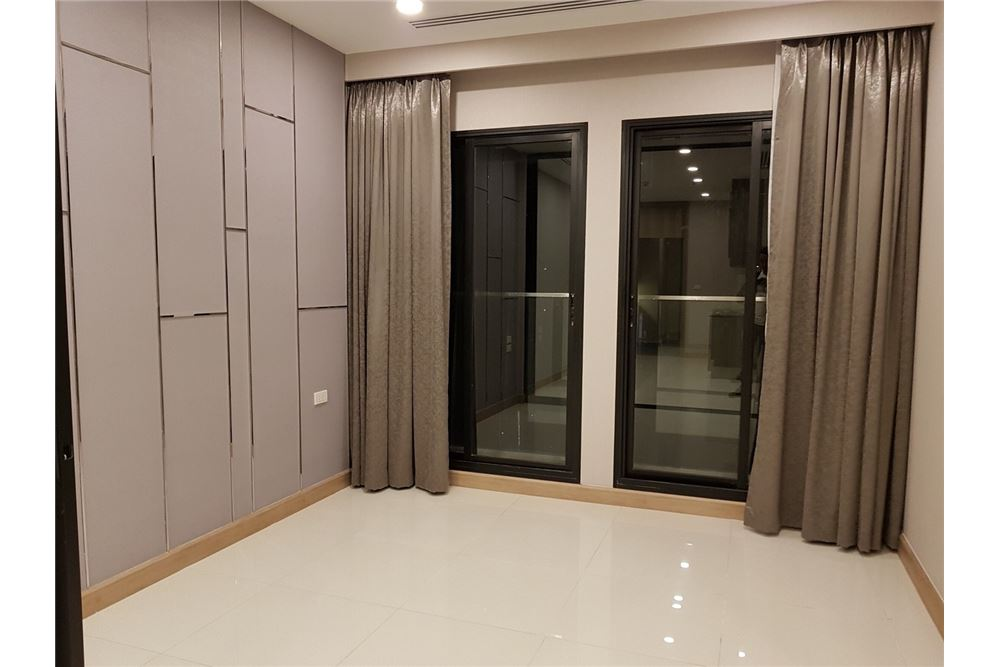 RE/MAX Properties Agency's 1 Bed for rent 55,000 THB 4