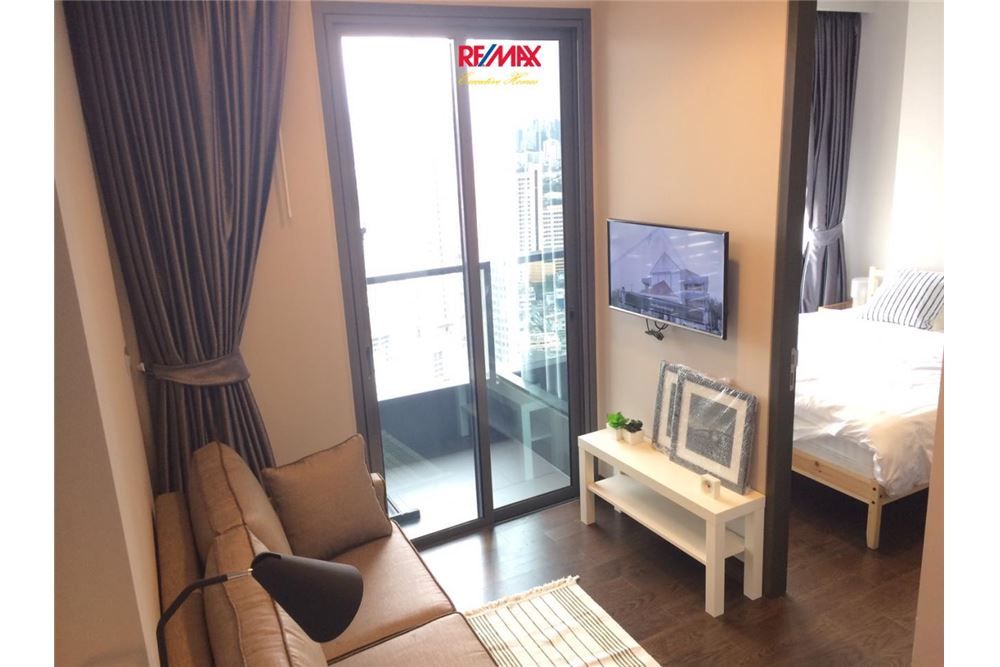 RE/MAX Executive Homes Agency's 1 BEDROOM / FOR SALE / LUMPINI SUKHUMVIT 24 1