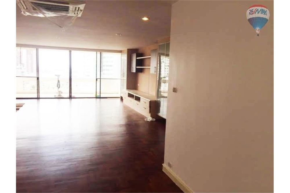 RE/MAX Properties Agency's Apartment for Rent in Sukhumvit 22 1
