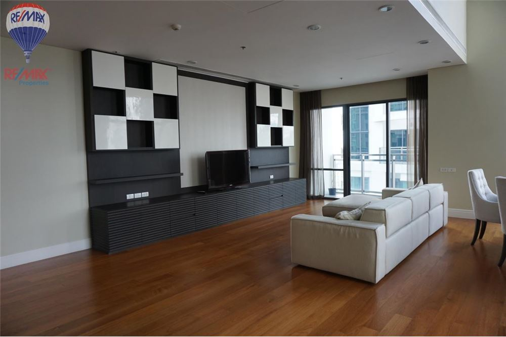 RE/MAX Properties Agency's FOR RENT  Bright Sukhumvit 24  3BED 189SQM 5