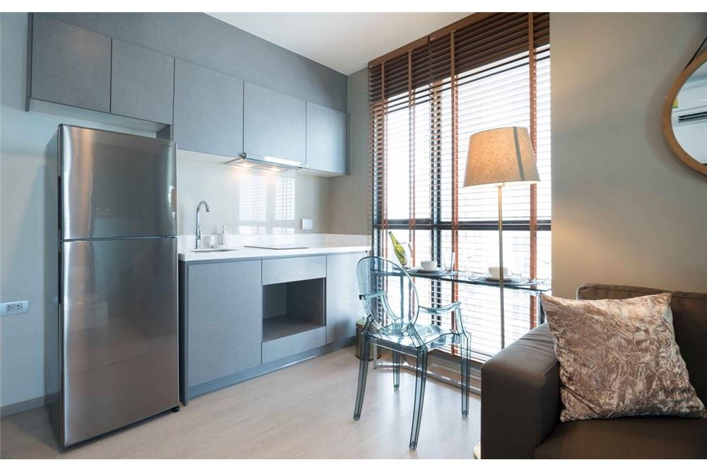 RE/MAX Executive Homes Agency's Rhythm Asoke II beautiful few rooms available for 4