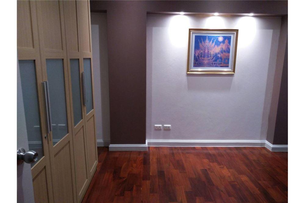 RE/MAX Properties Agency's 49 Plus 2bedroom 12