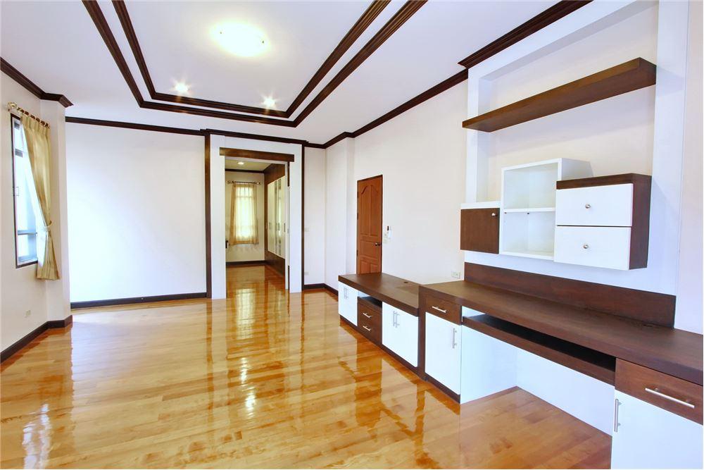 RE/MAX Executive Homes Agency's 4 bedroom house for rent near BTS Ekkamai 10