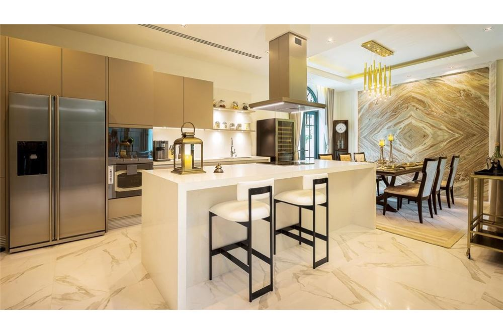 RE/MAX Executive Homes Agency's private luxury residences within a gated community 2