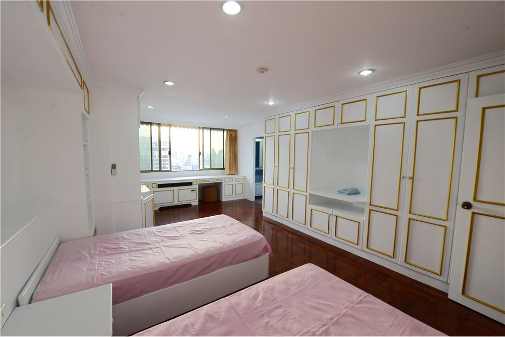 RE/MAX Executive Homes Agency's Condominium for rent - Ekkamai 12 26