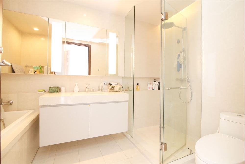 RE/MAX Executive Homes Agency's Spacious 2 Bedroom for Sale with Quattro Thonglor 9