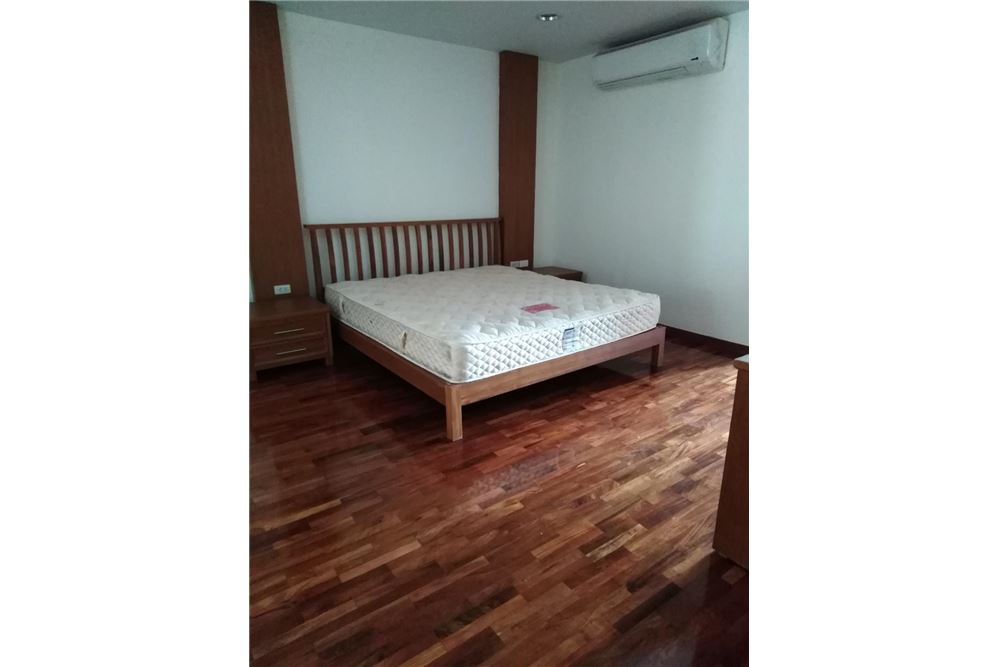 RE/MAX Executive Homes Agency's Spacious 2 Bedroom for Rent Kurecha Thonglor 2