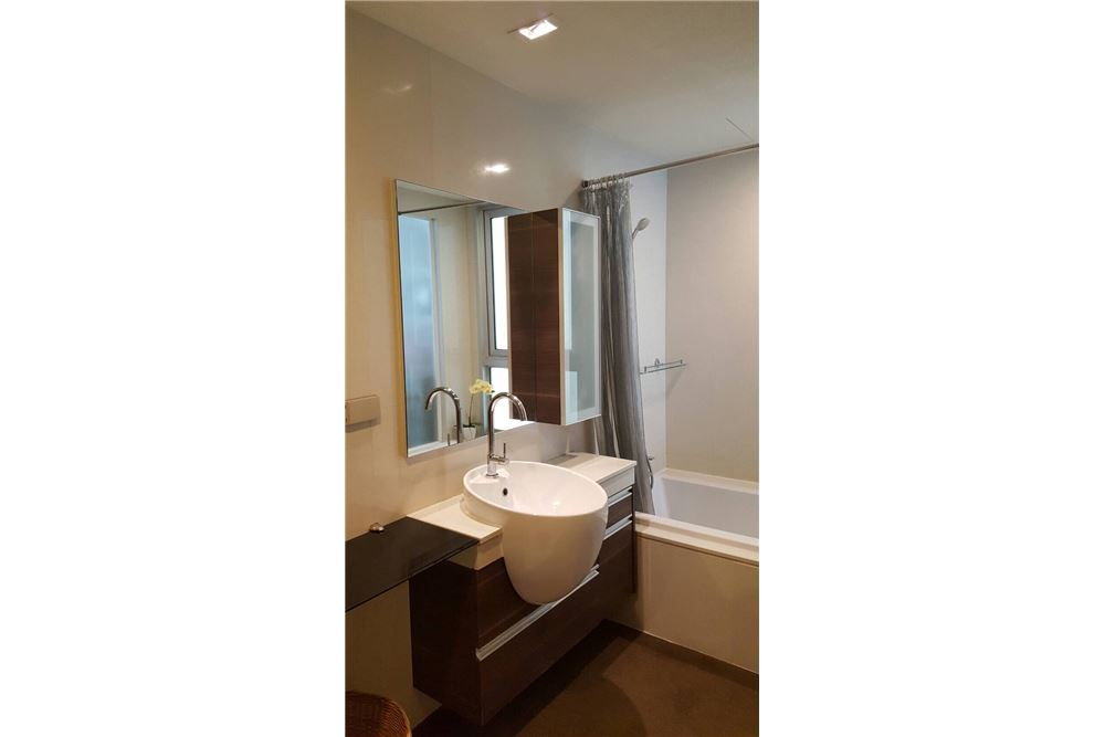 RE/MAX Executive Homes Agency's Nice 2 Bedroom for Rent Skywalk Condo 10