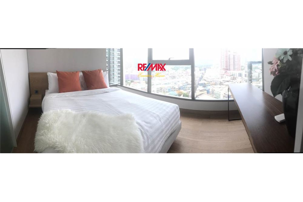 RE/MAX Executive Homes Agency's 2 Bedroom / for Sale / Lumpini 24 8
