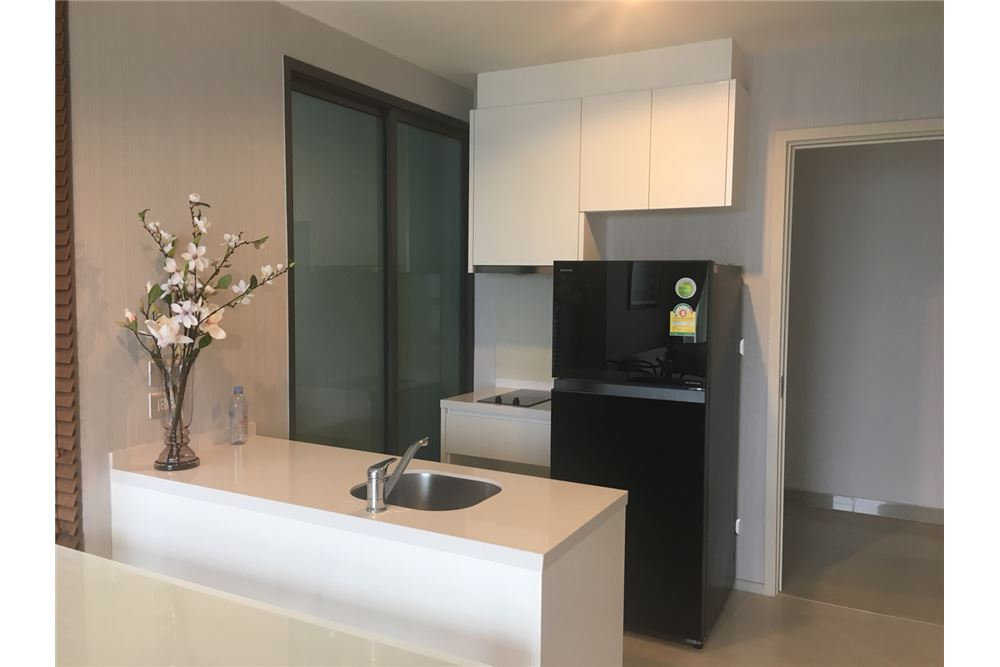 RE/MAX Executive Homes Agency's 1 Bedrooms / For Rent / Rhythm Suk 42 2