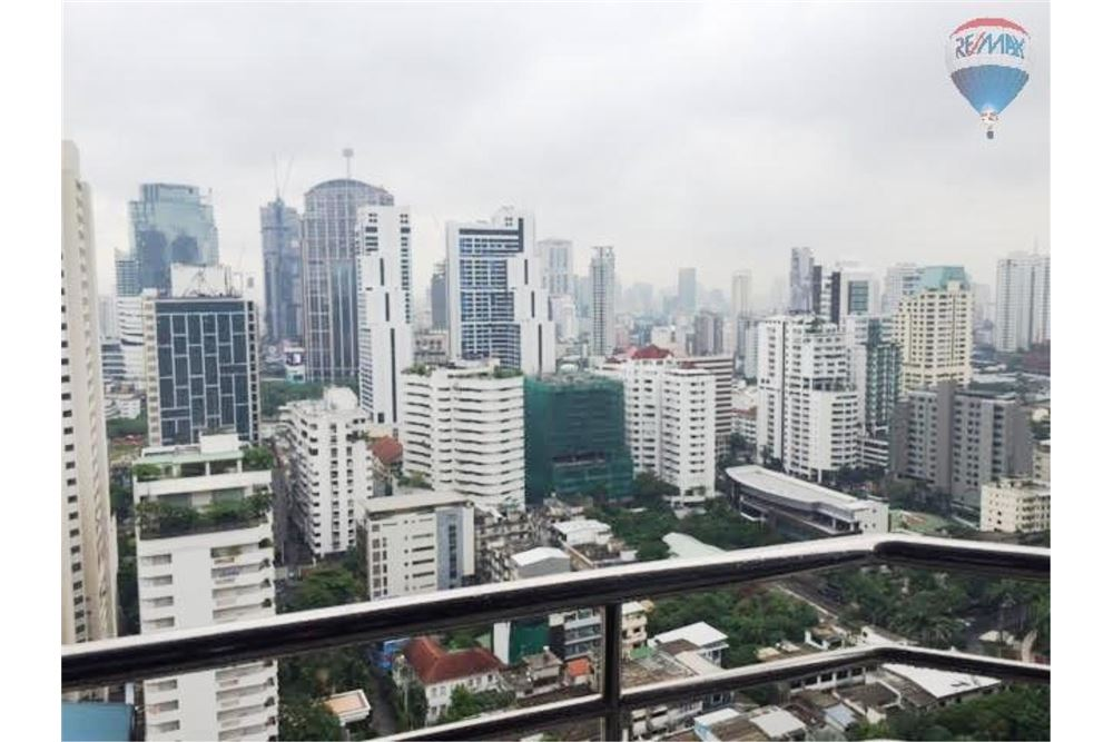 RE/MAX Properties Agency's Condo for  Rent Lake Avenue Sukhumvit 16 4