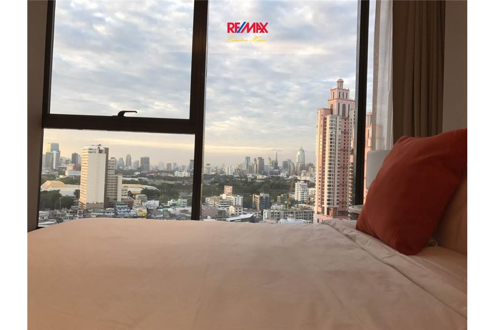 RE/MAX Executive Homes Agency's 2 BEDROOM / FOR SALE / WITH TENANT LUMPINI 24 2