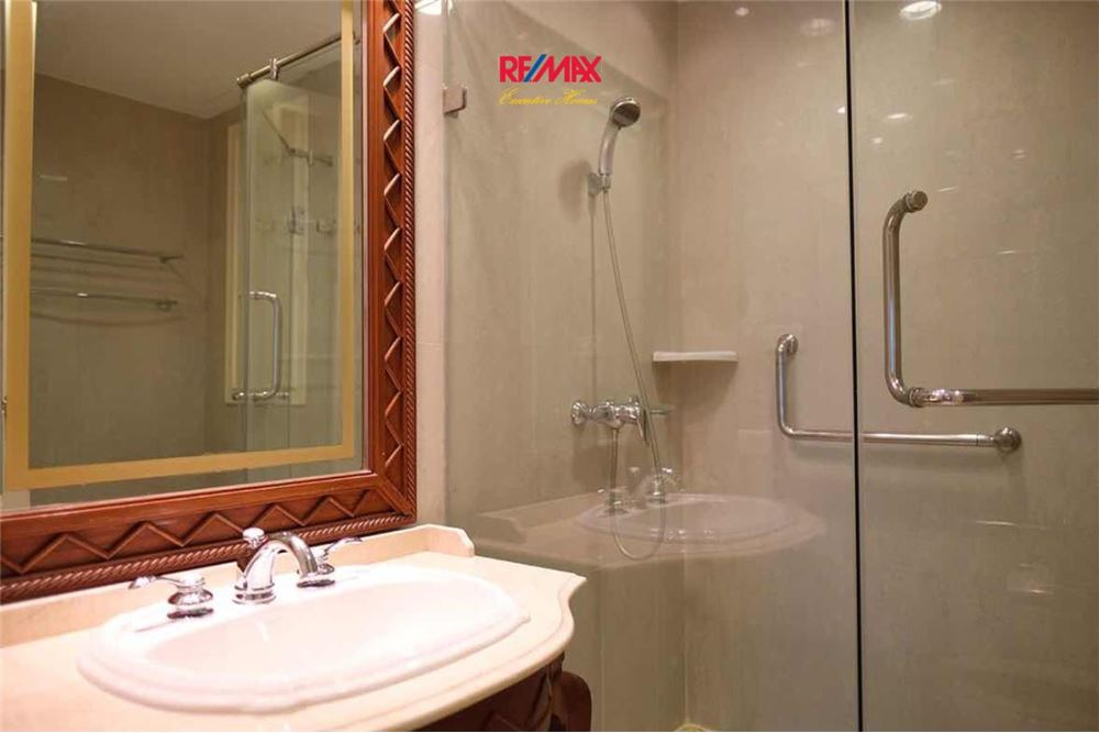 RE/MAX Executive Homes Agency's 2 BEDROOM FOR RENT THE BANGKOK 43 9