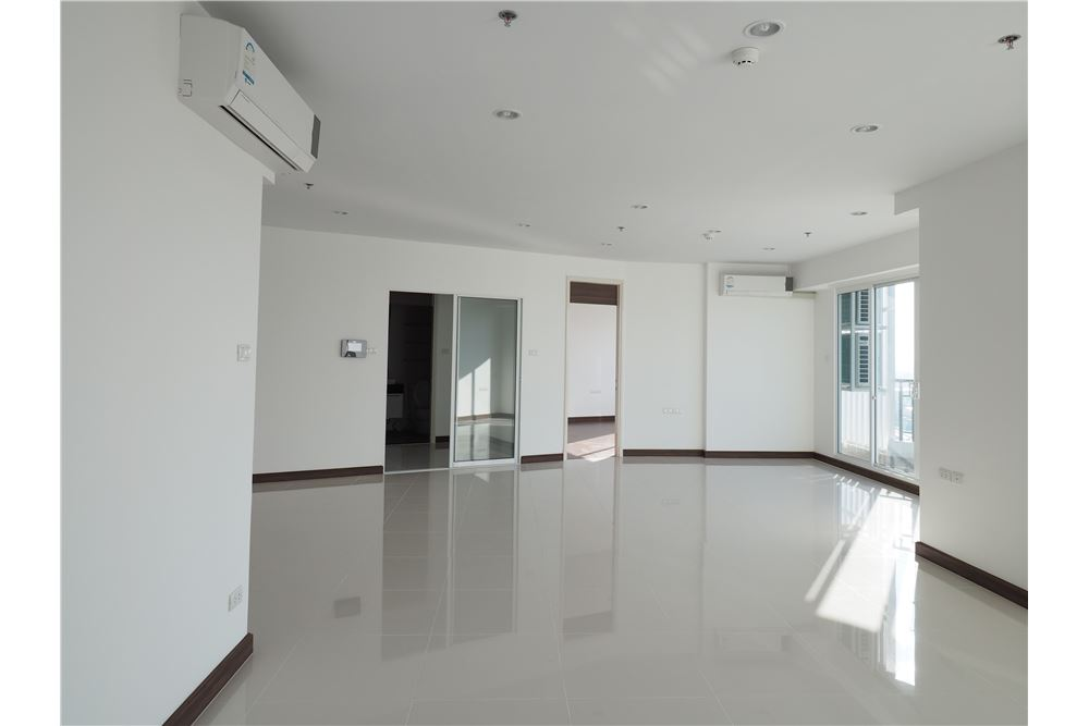 RE/MAX Executive Homes Agency's Spacious 2 Bedroom for Rent Supalai Prima Riva 1