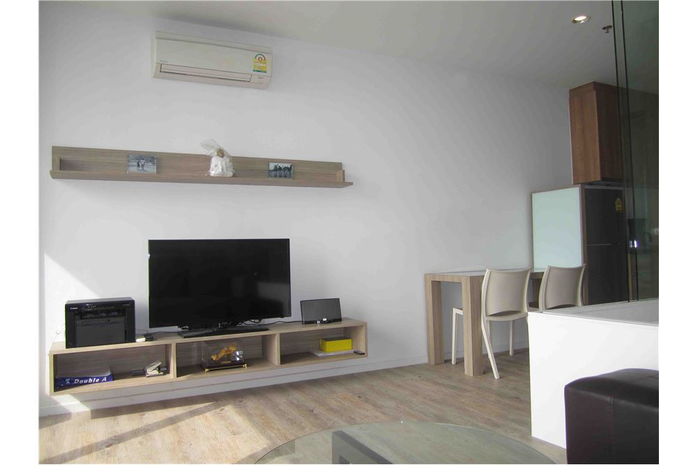RE/MAX Properties Agency's FOR RENT THE ISSARA LADPRAO STUDIO 34 SQM 1