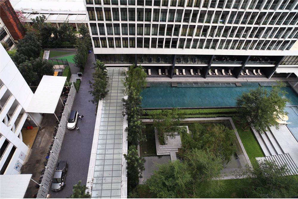 RE/MAX Executive Homes Agency's Spacious 1 Bedroom for Sale Noble Phloenchit 8