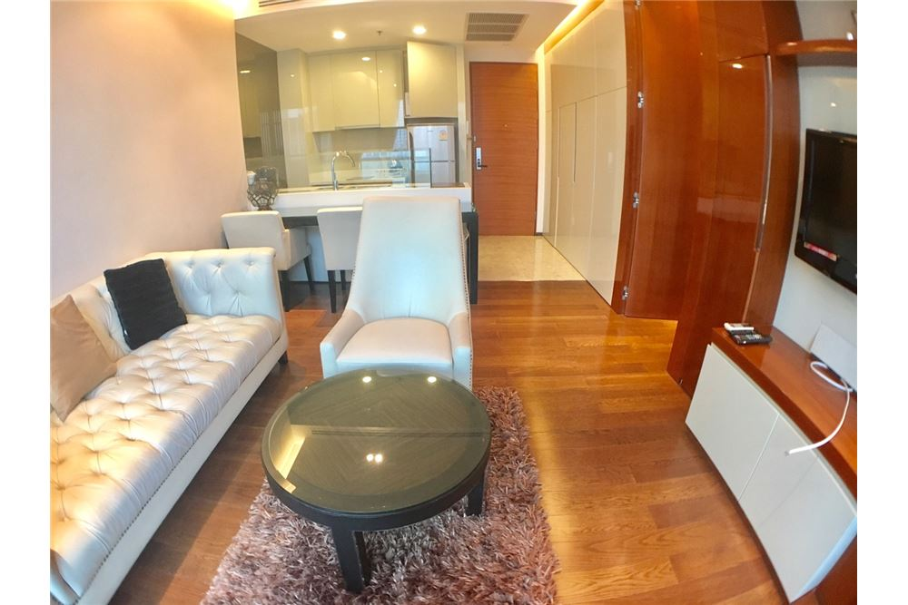 RE/MAX Properties Agency's FOR RENT THE ADDRESS SUKHUMVIT 28 53 SQM 1 BED 3