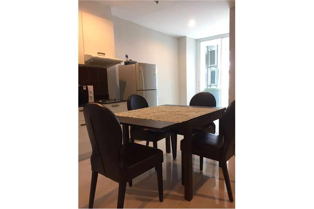 RE/MAX Executive Homes Agency's Spacious 1 Bedroom for Rent Sukhumvit Living Town 3