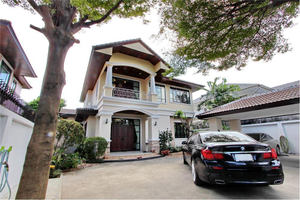 RE/MAX Executive Homes Agency's 4 bedroom house for rent near BTS Ekkamai 16