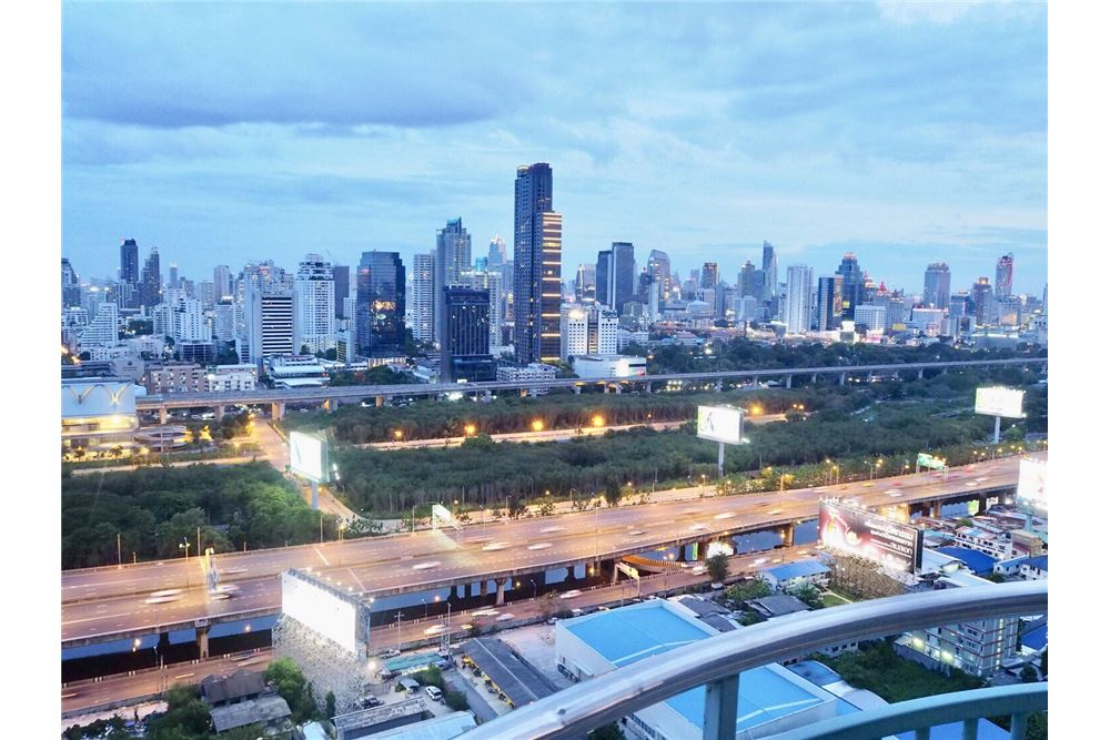 RE/MAX Executive Homes Agency's Condominium For Sale  2 Bedroom Asoke-Ratchada 1