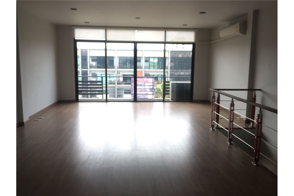 RE/MAX Executive Homes Agency's Office for rent near Suvarnabhumi Airport,H - Cape 9