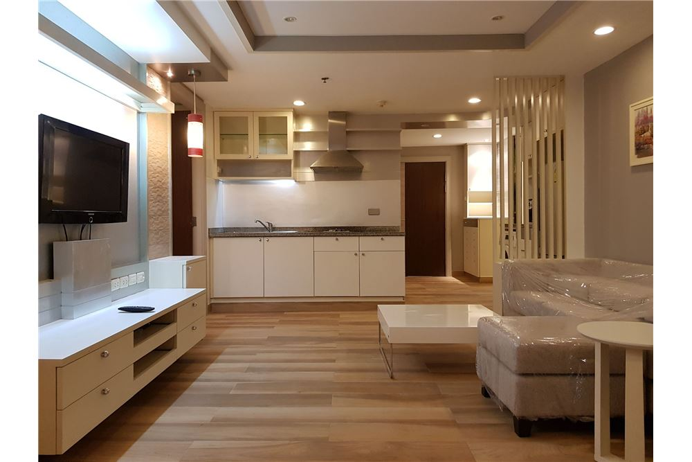 RE/MAX Executive Homes Agency's Newly Renovated 2 Bedroom for Rent Trendy Condo 6