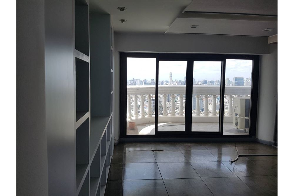 RE/MAX Properties Agency's SALE State Tower 3BED 191SQM. 3