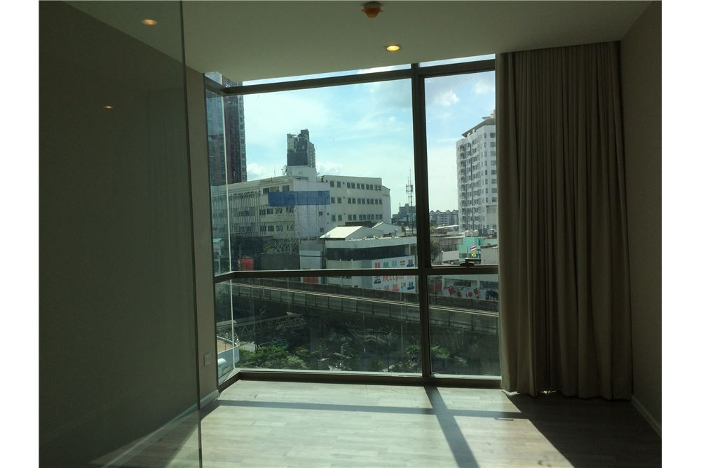 RE/MAX Executive Homes Agency's The Room Sukhumvit 69 6