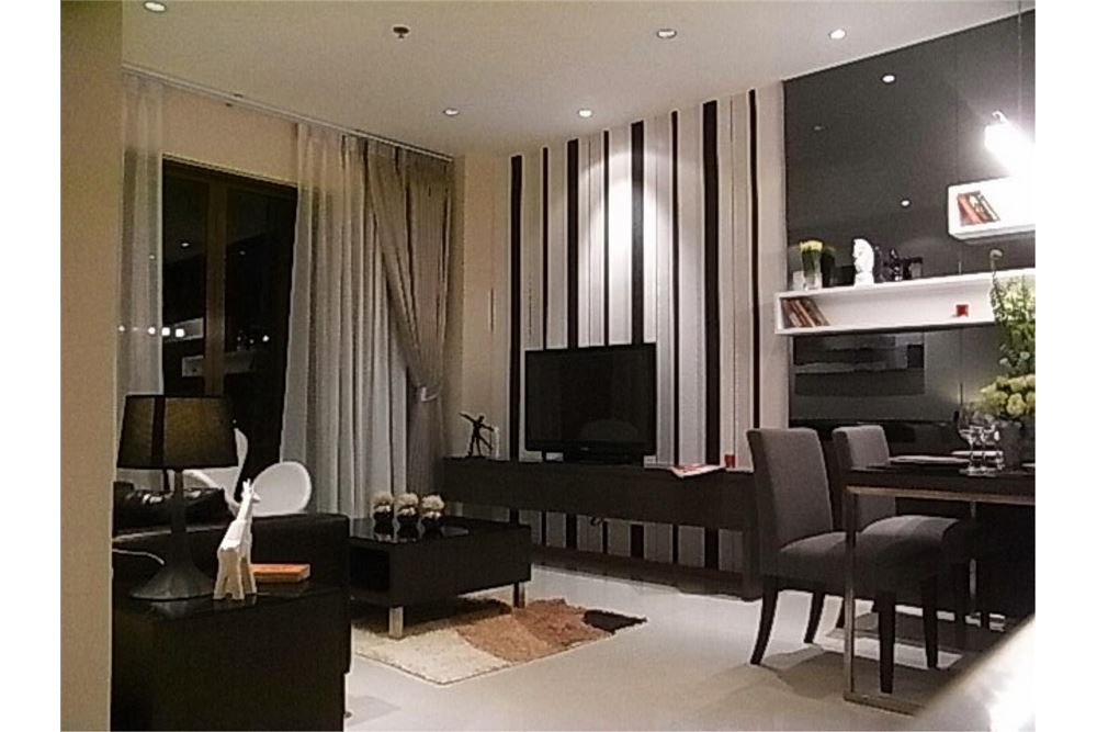 RE/MAX Properties Agency's FOR RENT The Emporio Place 1BED 65.35SQM 13