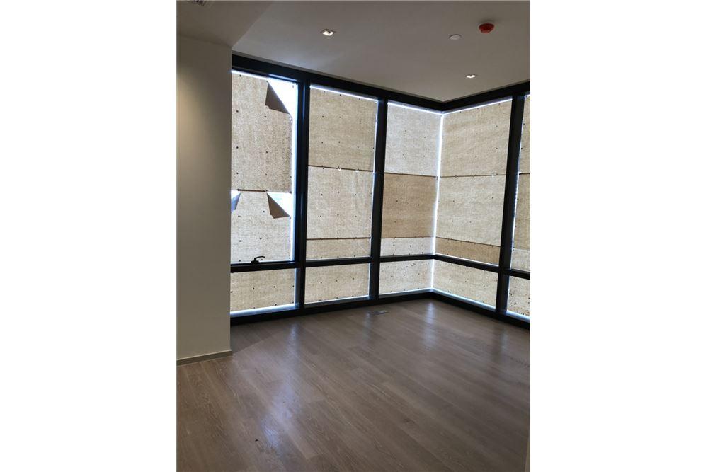 RE/MAX Executive Homes Agency's Nice 2 Bedroom for Sale Ashton Silom 3