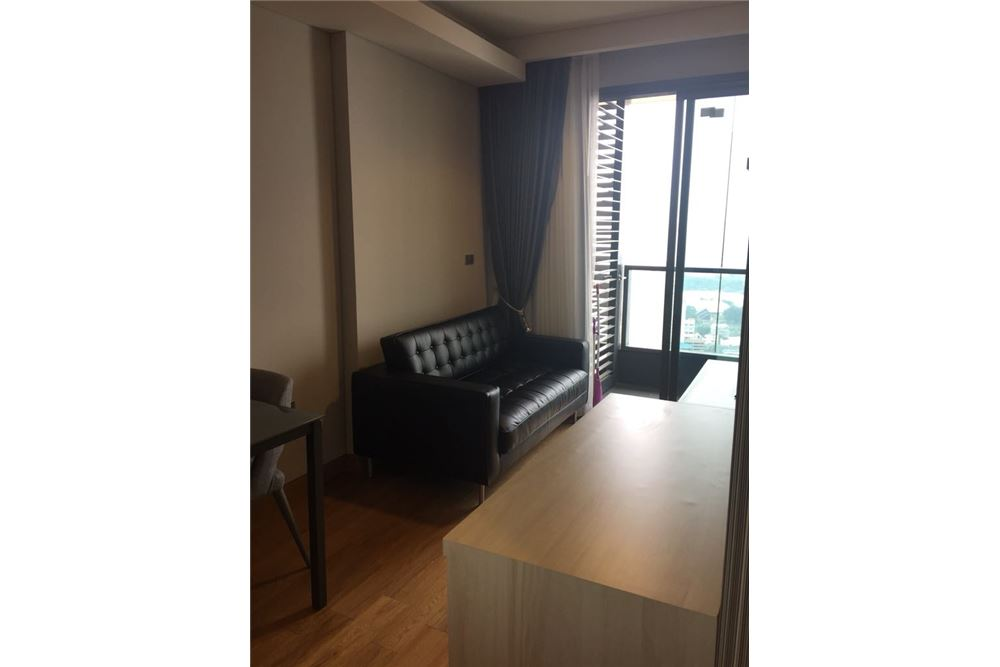 RE/MAX Properties Agency's 1 Bed for rent 35,000 Baht at Lumpini 24 2
