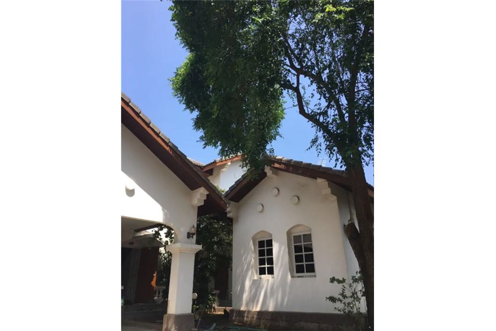 RE/MAX Executive Homes Agency's Single House 4 Beds For Rent in Sukhumvit Soi101 1