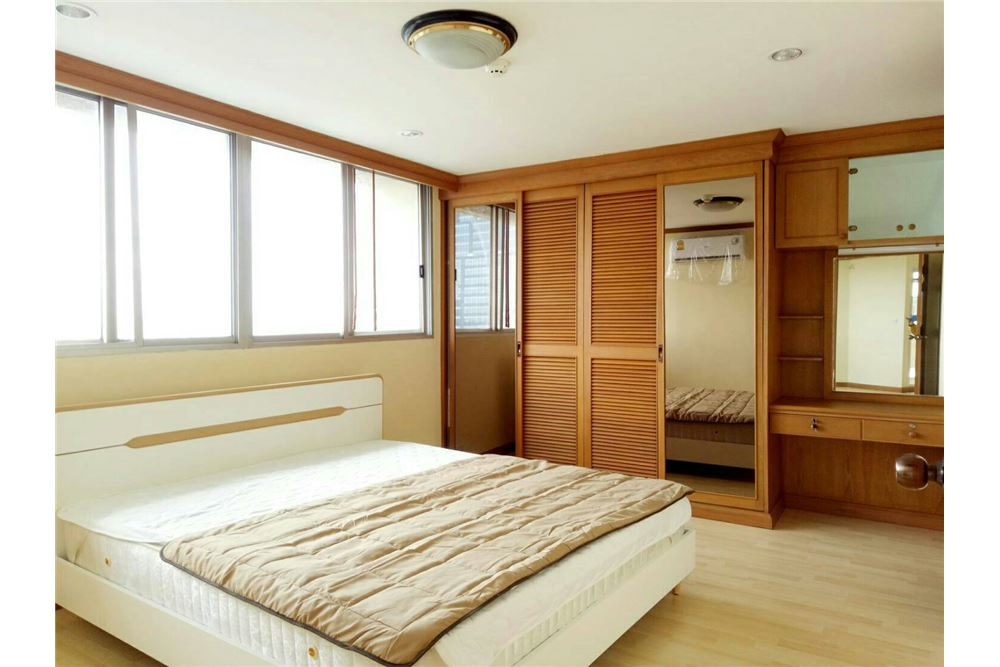 RE/MAX Executive Homes Agency's Spacious 2 Bedroom for Rent Tai Ping Towers 2