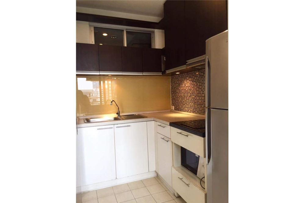 RE/MAX Executive Homes Agency's Spacious 1 Bedroom for Rent Condo One X 5