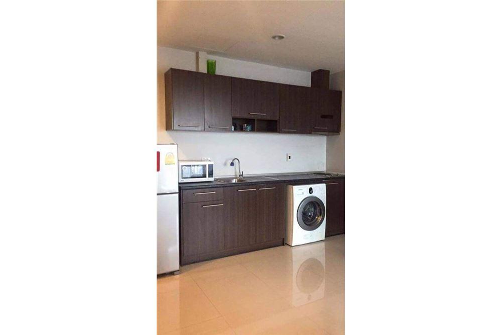 RE/MAX Properties Agency's for rent 1bedroom Vista Garden 8