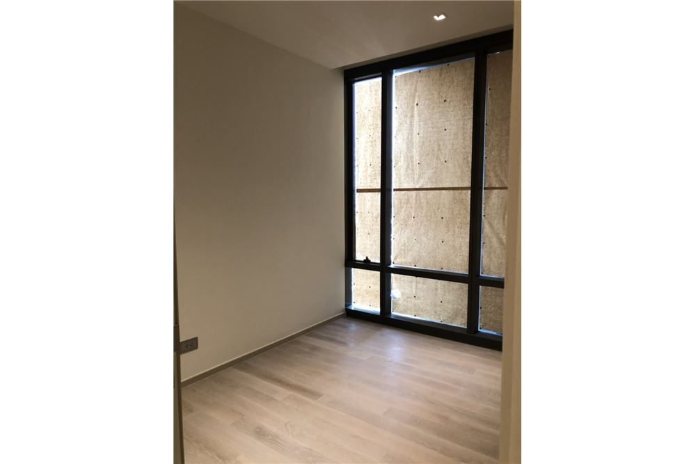 RE/MAX Executive Homes Agency's Nice 2 Bedroom for Sale Ashton Silom 4