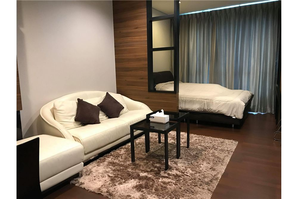 RE/MAX Executive Homes Agency's Cozy Studio type Bedroom for Sale Ivy Thonglor 1