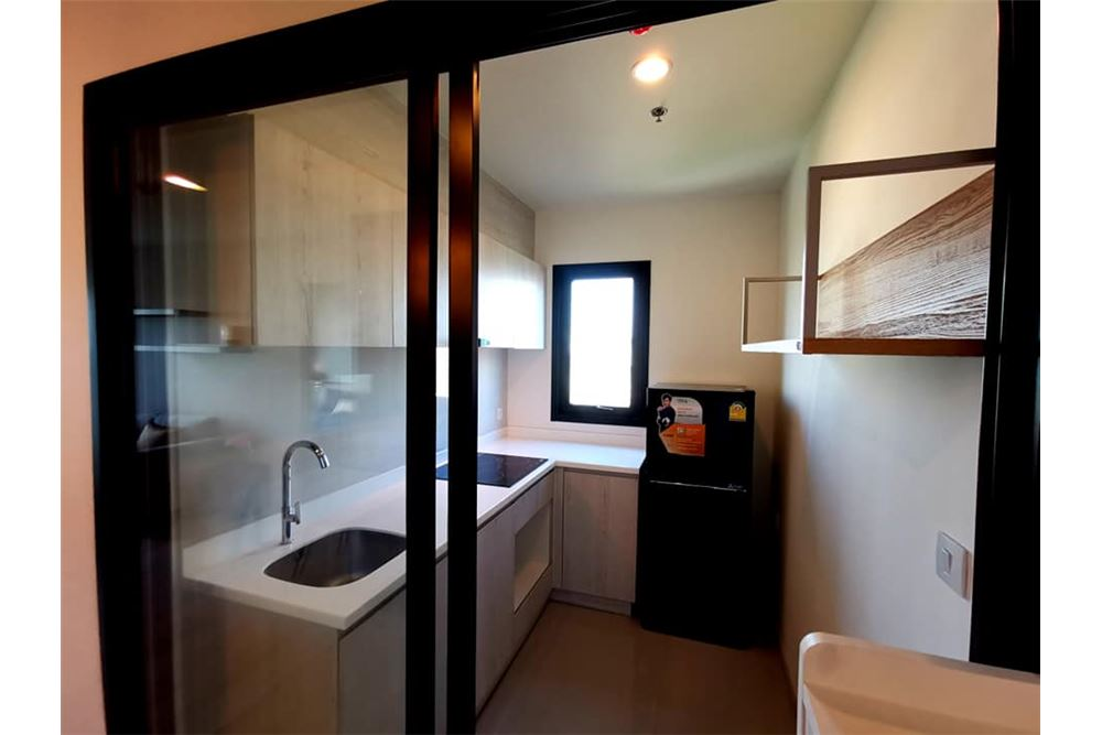 RE/MAX Executive Homes Agency's 2 Bed / 2 Bath Fully furnished / Corner room 6