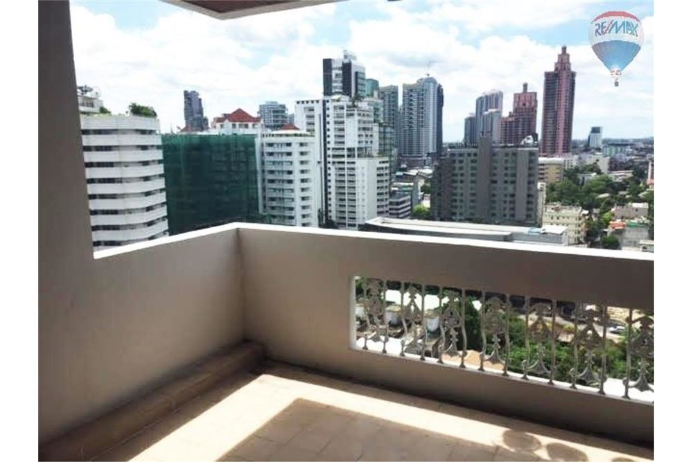 RE/MAX Properties Agency's Apartment for Rent in Sukhumvit 22 3