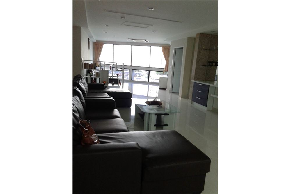 RE/MAX Properties Agency's RENT President Park 3BED 265SQM. 9