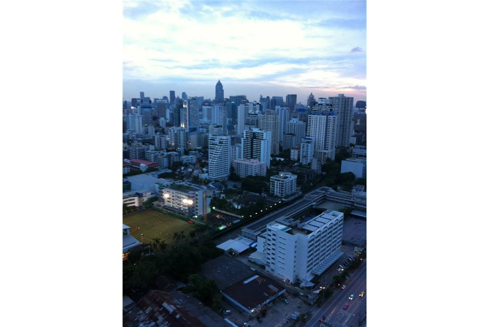 RE/MAX Executive Homes Agency's 1 Bedroom / for Rent / The Address Asoke 8