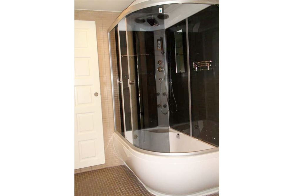 RE/MAX Properties Agency's Floraville Condominium Suite 303 sq.m., 9.5 MB 16